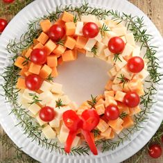 18 Christmas Appetizers That Get the Holiday Feast Off to the Merriest Start Holiday Cheese Wreath Make Ahead Christmas Appetizers, Christmas Party Food, Xmas Food, Christmas Brunch, Christmas Cooking, Appetizers For Party, Appetizer Recipes, Christmas Cheese, Meat Appetizers