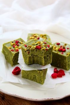 Completely unsweetened but with a natural sweetness from coconut butter, matcha, cashew butter, and vanilla! This fudge is sure to become your favorite afternoon treat. #matcha #snack #dessert