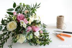 Diy -kimppu. Tee itse kukkakimppu - katso ohjeet. Floral Wreath, Wreaths, Table Decorations, Furniture, Home Decor, Homemade Home Decor, Door Wreaths, Home Furnishings, Deco Mesh Wreaths