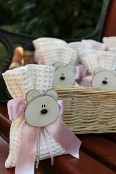 Bear faces made from wood chips. Would make sweet baby shower treats Baby Shower Favors, Baby Shower Parties, Baby Boy Shower, Baby Shower Gifts, Baby Gifts, Baby Shower Souvenirs, Teddy Bear Party, Diy And Crafts, Paper Crafts