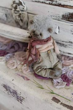 Barney By Moshkina Elena - Barney. Teddy bear sewn from hand-colored viscose, cotton clothing, stained and aged. Height Bears 11 cm. The price is for a bear