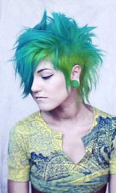 Looks like my hair ^.^ the colors anyway xD thinking about cutting it like this again.. But I want my hair long too..