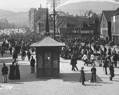 Torget med den tids karakteristiske kiosk.  Dato: ca. 1900-1910. Foto: Knud Knudsen & Co.  Kilde: UBB Billedsamlingen.