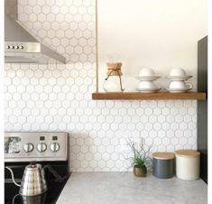 Helemaal hip: Hexagon tegels in de badkamer of keuken - I Love My Interior
