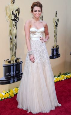 Young star Miley Cyrus gave designer Jenny Packham her Oscar debut when she stepped out in one of her creations at the 2010 Oscar Awards.