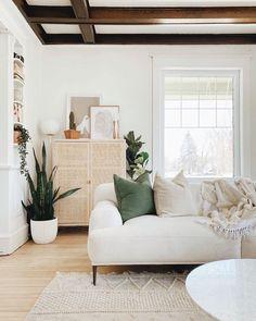 fresh greens and crisp whites Interior Design Trends, Bohemian Interior Design, Interior Design Living Room Warm, White Bohemian Decor, Small Home Interior Design, Modern Living Room Design, Small Room Interior, Scandinavian Style Bedroom, Modern Design