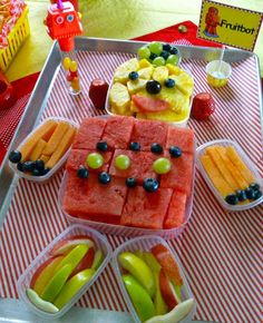 A Fruitbot 22 Adorable Ideas For An Epic Robot-Themed Birthday Party 4th Birthday Parties, Birthday Fun, Birthday Ideas, Robot Cake, Transformer Birthday, Snacks Saludables, E Mc2, Kids Meals, Mad