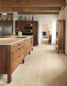 Rustic modern kitchen - Modern rustic kitchen with modern wood cabinets Wood floors by Dinesen desire – Rustic modern kitchen Rustic Kitchen Cabinets, Wooden Kitchen, Kitchen And Bath, New Kitchen, Kitchen Dining, Kitchen Rustic, Kitchen Modern, Kitchen Pantry, Timber Kitchen