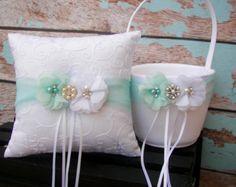 Ihre Farbe Blumenmädchen Korb und Ring Bearer von LyaLyaCreations