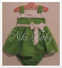 Vestido de poá verde com detalhes em branco. Acompanha tapa fraldas.