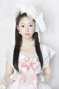レースを花のように重ねてアンティーク風味に仕立てたヘッドドレスです。|ハンドメイド、手作り、手仕事品の通販・販売・購入ならCreema。