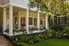 Awesome Front Yard Landscaping With Farmhouse Style - Would you like to make your front yard look welcoming and inviting, however, don't know how to do that? A couple of incredible yard landscaping though. Front Yard, Farmhouse Front, Curb Appeal, Front Yard Decor, Outdoor Rooms, Front Garden, Farmhouse Style, Front Yard Landscaping, Farmhouse Landscaping