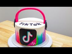 This is fit for a tik tok user wich is obsessed with tik tok 13th Birthday Cake For Girls, Cute Birthday Cakes, 10th Birthday, Teen Cakes, Cakes For Girls, Cake Youtube, Youtube Youtube, Drip Cakes, Goodies