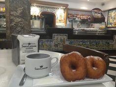 Si quieres tomar chocolate con churros sin pasar frío en Fallas te proponemos cinco de los mejores lugares donde comer chocolate con churros en Valencia.