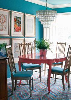 mavi yemek odasi dekorasyonu duvar rengi duvar kagidi masa sandalye perde hali rengi mavi uyumlu renkler (10)