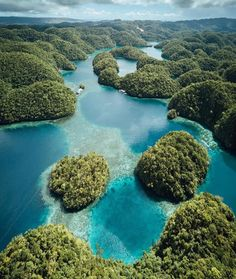 15 Amazing Things To Do In Siargao! This incredible Island was recently awarded for being the BEST island in the world and since then, it has now become the most popular island in the Philippines! Siargao Philippines, Philippines Travel, Palawan, Places To Travel, Places To Go, Travel Destinations, Siargao Island, Photos Voyages, Tourist Spots