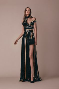 The complete Elie Saab Pre-Fall 2019 fashion show now on Vogue Runway. / - The complete Elie Saab Pre-Fall 2019 fashion show now on Vogue Runway. Look Fashion, High Fashion, Fashion Beauty, Fall Fashion, Couture Fashion, Runway Fashion, Fashion Trends, Fashion 2018, Gown With Slit