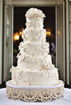 This cake is more like what Willow would choose - classically elegant, conservative and sweetly romantic.