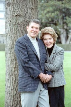 President Reagan and Nancy Reagan pose on the White House south lawn, 11/21/81.  Via http://www.reagan.utexas.edu/archives/photographs/large/C5235-19A.jpg