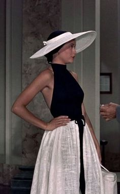 Retro Fashion Grace Kelly in To Catch a Thief Fashion 60s, Look Fashion, Vintage Fashion, Fashion Design, Hollywood Fashion, 50s Inspired Fashion, Fashion Glamour, Fashion Outfits, Hollywood Glamour