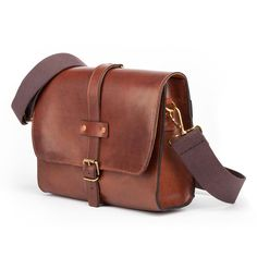 Hand-Made leather baja travel bag tanner bates Stirrup Leathers, Cow Skin, Leather Slippers, Day Bag, Leather Accessories, Travel Bag, Tan Leather, Leather Purses, Messenger Bag