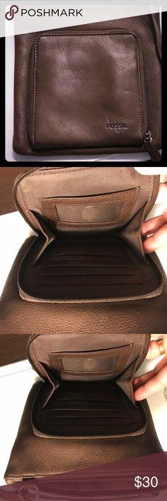 Fossil cross body purse. Brown credit card slots Fossil cross body bag. Brown. Credit card slots Fossil Bags Crossbody Bags