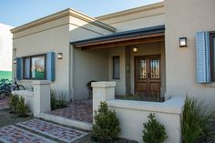 Rancho Monte Vista Luxury Apartment Homes Flat Roof House Designs, House Roof Design, House Outside Design, Home Building Design, Tyni House, House With Porch, Townhouse Exterior, Indian House Plans, Casa Patio