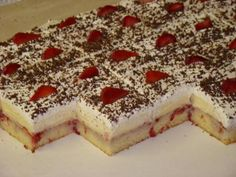 Luxusný jahodový rez, recept, Zákusky | Tortyodmamy.sk Yummy Treats, Delicious Desserts, Sweet Treats, Dessert Recipes, Cake Recipes, Czech Recipes, Ethnic Recipes, Party Food And Drinks, Sweet Recipes