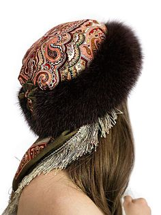 Millinery Hats, Fascinator Hats, Headpiece, Mode Russe, Beret Outfit, Head Scarf Styles, High Fashion Dresses, Hat Crafts, Dress Hairstyles