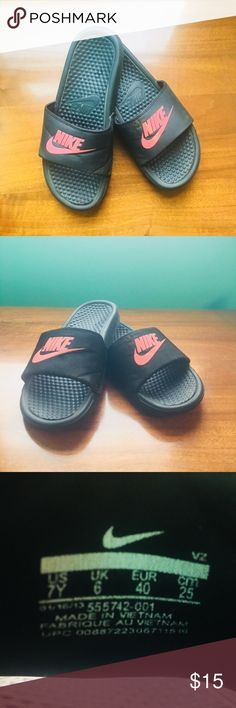 Adorable Nike Slides 😍 Good condition Nike slides! Very comfortable!! Perfect for everyday shoes to throw on. ❤️ Nike Shoes Athletic Shoes