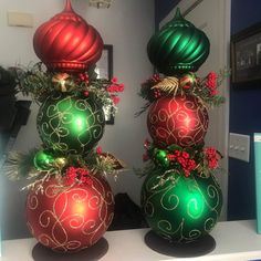 Christmas Topiary, Christmas Planters, Christmas Swags, Nutcracker Christmas, Christmas Fun, Christmas Bulbs, Homemade Christmas, Christmas Decorations For The Home, Christmas Centerpieces