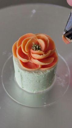 Cake Decorating Frosting, Cake Decorating Designs, Creative Cake Decorating, Cake Decorating Techniques, Cake Decorating Tutorials, Creative Cakes, Cookie Decorating, Mini Cakes, Cupcake Cakes