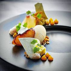 Roasted and compressed peaches Champagne apricot chutney Green almond ice cream Wonderful flavors by by soignefood Weight Watcher Desserts, Mini Desserts, Plated Desserts, French Desserts, Apricot Dessert, Chefs, Almond Ice Cream, Low Carb Dessert, Molecular Gastronomy
