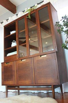 American of Martinsville Danish Mid Century Modern China Cabinet Hutch, Rare Piece, Beautiful Condition