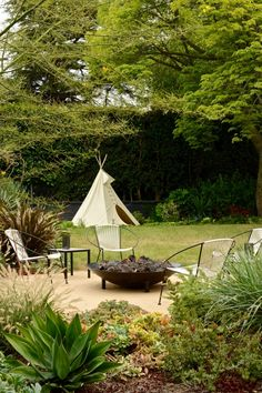 City Gardening Fire pit teepee backyard garden Studio City LA by Laure Joliet - Suburban living holds the same promise now as when the idea was invented in the You get clean air, room to breathe, and your own bit of green space Cool Fire Pits, Diy Fire Pit, Fire Pit Backyard, Landscape Plans, Landscape Design, Garden Design, Landscape Elements, Outdoor Fire, Indoor Outdoor