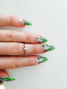Green Slime Stiletto Nails, 24 melty fake nails, 90s drip nails, neon slime nails