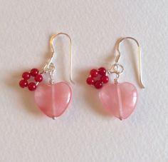 ハートの形と透き通るピンク色が可愛いシェリークォーツに小粒なコーラルのリングを添えました。Jasmine Dewのピアスはきれいな石だけを選び、石の美しさを活...|ハンドメイド、手作り、手仕事品の通販・販売・購入ならCreema。