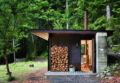 A Master Architect Builds a Tiny Cabin in the Pacific Northwest is part of One room cabins - On Salt Spring Island in British Columbia lies a tiny oneroom cabin, a finely detailed retreat from Seattlebased Olson Kundig Architects Its sleek desig One Room Cabins, Cabins In The Woods, Cabin Design, House Design, Sauna Design, Casas Containers, Building A Container Home, Garden Studio, British Columbia