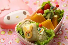 Today's snack bento only contained mini pocket sandwiches and fruits. I put pork floss and sesame seeds with butter inside the mini pocket s. Bento Box, Lunch Box, Pork Floss, Bellisima, Food Art, Kids Meals, Sushi, Sandwiches, Mexican