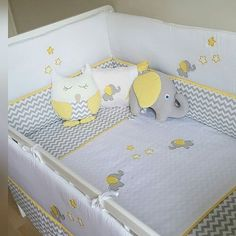 Wir lieben den Chevron-Stoff. Die graue gelbe Passform war super. Atlas-Puppe in ... ,  #chevron #gelbe #graue #lieben #passform #stoff #super Baby Design, Küchen Design, Baby Shawer, Baby Kit, Baby Bedroom, Kids Bedroom, Yellow Kids Rooms, Baby Cot Bumper, Baby Bedding Sets
