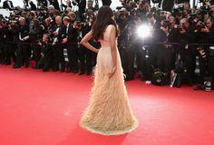 Pin for Later: Die schönsten Bilder aus Cannes, die ihr bislang verpasst habt Freida Pinto auf der Saint Laurent Premiere