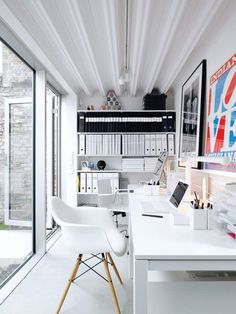 Office spaces: This one shows how to maximize narrow space.