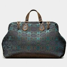 i love this bag... its just screams style