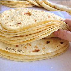 Persian Desserts, Party Fotos, Omelette Recipe, Vegan Recipes, Cooking Recipes, Food Decoration, Cordon Bleu, Bread Baking, Bon Appetit