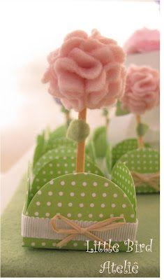 Topper de flor e forminha decorada