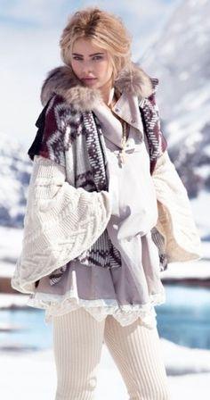 Picture of Tori Praver Ski Fashion, Womens Fashion, Wild Fashion, Street Fashion, Burberry, Tori Praver, Sweater Layering, Cold Weather Fashion, Sweater Weather