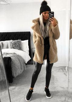 beautiful winter outfits- schöne Winteroutfits Find the most beautiful outfits for your winter look. - : beautiful winter outfits- schöne Winteroutfits Find the most beautiful outfits for your winter look. Beige Outfit, Zara Outfit, Fur Coat Outfit, Cosy Outfit, Coat Dress, Winter Fashion Outfits, Fall Winter Outfits, Look Fashion, Autumn Fashion