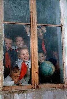 16 августа 1956 года в СССР было принято постановление «Об орошении и освоении целинных земель». Больше полутора миллионов человек отправились в степи Казахстана, Поволжья, Сибири и на Урал.