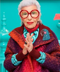 Iris Apfel Debuts Her Peculiar New Jewelry Line - Icon People - Ideas of Icon People - The fashion icon created the multi-textured accessory line for HSN pegged to the release of Tim Burtons new film Miss Peregrines Home for Peculiar Children. 50 Y Fabuloso, Iris Fashion, Crazy Fashion, Couture Fashion, Fashion Fashion, Photographie Portrait Inspiration, Home For Peculiar Children, Advanced Style, Mode Inspiration
