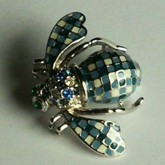 Joan Rivers*Blue & White Checked Silvertone Bee Pin w/Box, Pouch & Papers #JoanRivers